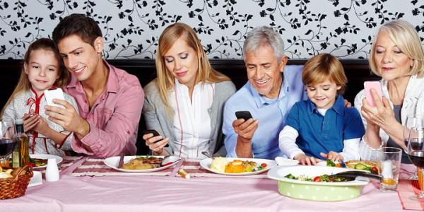 Web and Social Media Family. Uno sguardo al web oltre Facebook, Youtube e Power Point!